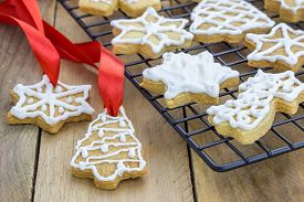 foto of shortbread  - Fresh homemade shortbread cookies on a cooling rack