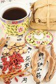 Постер, плакат: Ингредиенты для китайской медицины формула китайские символы являются имена для травы в форму