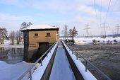 barrage in winter