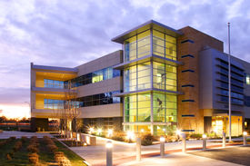 foto of commercial building  - An office building with a empty parking lot - JPG