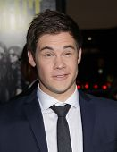 LOS ANGELES - SEP 24:  Adam DeVine arrives to the