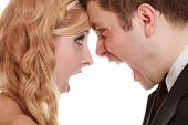 picture of yell  - Wedding couple relationship difficulties - JPG