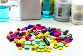 Постер, плакат: Diferent Tablets Pills Capsule Heap Mix