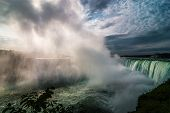 Постер, плакат: November morning tour of Niagara Falls