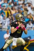 Charlotte, nc 9. Oktober 2011: New Orleans Saints Quarterback, drew Brees, spielt gegen Carolina Pa