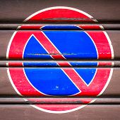 picture of bans  - A symbol of parking ban posted on a gate - JPG