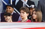 LOS ANGELES - 26 de JAN: Prince Jackson, Blanket Jackson, Paris Jackson à mão + pegada ceremon