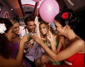 Party Spaß mit Champagner in Limousine.?