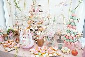 pic of pastel colors  - Wedding decoration with pastel colored cupcakes - JPG