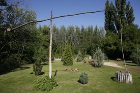 pic of shadoof  - Lonely shadoof in a beautiful hungarian garden - JPG