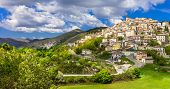 picture of hilltop  - Castel del Monte  - JPG