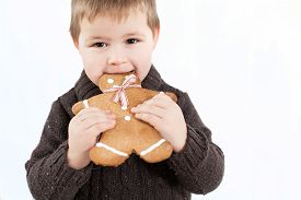 picture of gingerbread man  - child holding Gingerbread man  - JPG