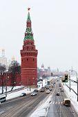 Постер, плакат: Вид Кремлевской набережной зимой снег день