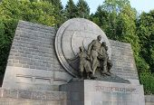 picture of politician  - Memorial to Andre Maginot  - JPG