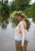 picture of undine  - Girl dressed in pareo and flower wreath in river - JPG