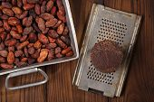 foto of cocoa beans  - roasted cocoa beans in Vintage heavy cast aluminum roasting pan and and 100 - JPG