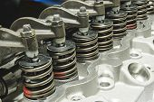 pic of valves  - Springs of valves assembled with the cylinder head - JPG