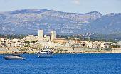 Постер, плакат: Вид города Антиб от моря Франция