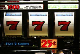 foto of poker machine  - three sevens in a Poker Machine Jackpot - JPG