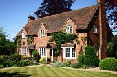 pic of manicured lawn  - A traditional English country cottage brick built with manicured lawns - JPG
