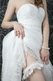 picture of stocking-foot  - White lace stockings bride - JPG