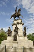 pic of washington monument  - The George Washington Equestrian Monument located on the