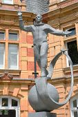Постер, плакат: Yuri gagarin statue greenwich london