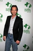 LOS ANGELES - FEB 26:  Luke Perry at the Global Green USA Pre-Oscar Event at Avalon Hollywood on Feb