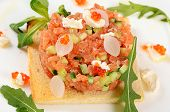 pic of tartar  - The tartare of salmon on a bun - JPG