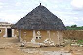 picture of mud-hut  - Village hut in Thar desert in India - JPG