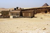pic of the great pyramids  - Egyptian house at the great pyramids in Giza Egypt - JPG