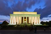 picture of abraham  - Abraham Lincoln Memorial at night  - JPG