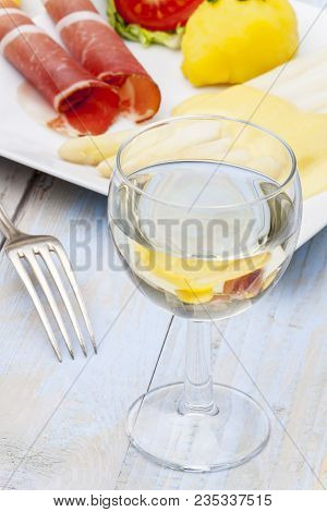 White Wine And Asparagus With