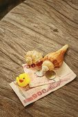 picture of conch  - Yellow rubber duck conch with money of Thai Bath - JPG