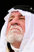 pic of arab man  - close up picture of old man in middle east wardrobe - JPG
