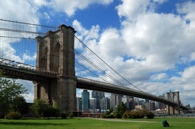 foto of brooklyn bridge  - The famous Brooklyn Bridge in New York City  - JPG