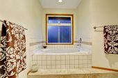 picture of tub  - Nice master bathroom with jacuzzi tub and tile floor - JPG
