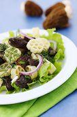 image of crimini mushroom  - pasta with roasted morel onions and lettuce - JPG
