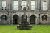 Edinburgh, Schottland august 30: Holyrood Palast am august 30, 2013 in Edinburgh. Holyrood Palace, t