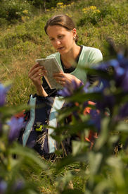 picture of grils  - Gril with a map behind the flowers - JPG