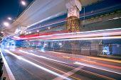 Постер, плакат: Мегаполис шоссе ночью с света тропы в Шанхай Китай