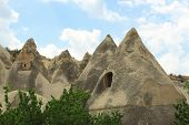 pic of chimney rock  - caves in spectalar rocks - JPG