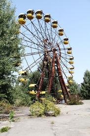 pic of reactor  - Ferris wheel in Pripyat  - JPG