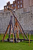 pic of trebuchet  - Medieval weapon Trebuchet at the Tower of London - JPG