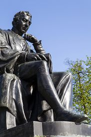 foto of kensington  - A statue of famous doctor Edward Jenner located in Kensington Gardens in London - JPG