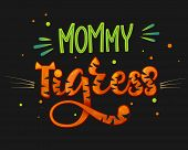 Mommy Tigress Color Hand Draw Calligraphy Script Lettering Text Whith Dots, Splashes And Whiskers De poster
