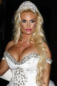 LOS ANGELES - JUN 3: Coco Austin at a ceremony where Ice-T and Coco renew their wedding vows at the