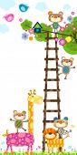 Постер, плакат: Жираф и мало обезьян возле дерева с дом птицы