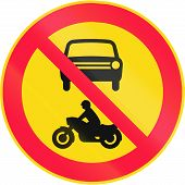 picture of motor vehicles  - Road sign 312 in Finland  - JPG