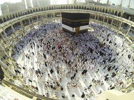 foto of kaaba  - Muslim people praying at Kaaba in Mecca - JPG